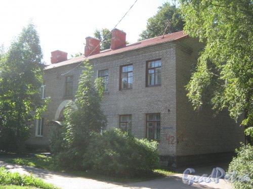 Лен. обл., Гатчинский р-н, г. Гатчина, Мариенбург, Красноармейский пр., дом 42. Фрагмент фасада. Фото август 2013 г.