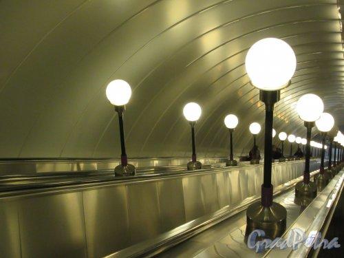Станция метро «Спортивная». Эскалатор к подземному вестибюлю. Фото февраль 2018 г.
