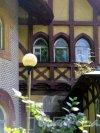 Берёзовая 2-я аллея, д. 32. Дачный особняк Е. К. Гаусвальд. Фрагмент фасада. фото июль 2017 г.
