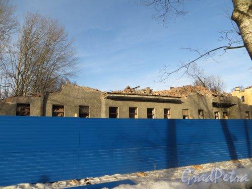 1-я Березовая аллея, дом 7. Снос корпуса «литера А», вид со стороны 1-й Берёзовой аллеи. Фото 11 февраля 2015 года.