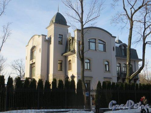 Санаторная аллея, дом 8, литера А. Общий вид здания. Фото 11 февраля 2015 года.