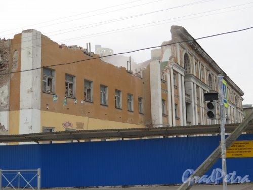 Липовая аллея, д. 15. Вид здания в процессе демонтажа. фото май 2015 г.