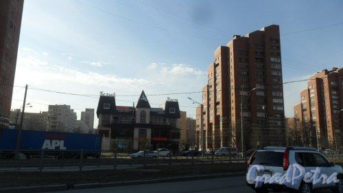Аллея Котельникова, дом 1. 16-этажный жилой дом 1986 года постройки. 1 парадная, 98 квартир. Фото 9 апреля 2017 года.