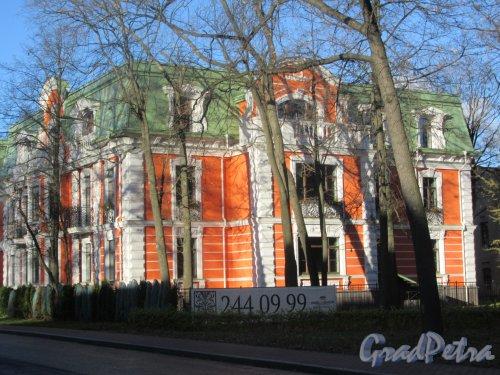 Санаторная аллея, д. 3. Апарт-отель «Del`Arte», 2013-16. Боеовой фасад. фото ноябрь 2017 г.