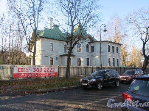Санаторная аллея, д. 4. Жилой дом, 2001-2004. Общий вид. фото ноябрь 2017 г.