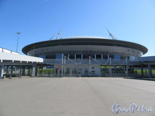 Футбольная аллея, д. 1. «Газпром Арена». Боковой фасад. фото май 2018 г.