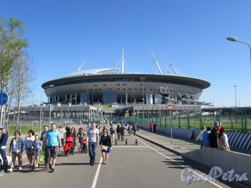 Футбольная аллея, д. 1. «Газпром Арена». Вид с Яхтенного моста. фото май 2018 г.