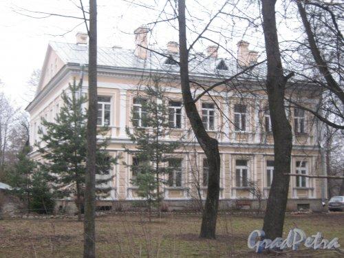 Г. Пушкин, Октябрьский бульвар, дом 42. Общий вид здания. Фото 1 марта 2014 г.
