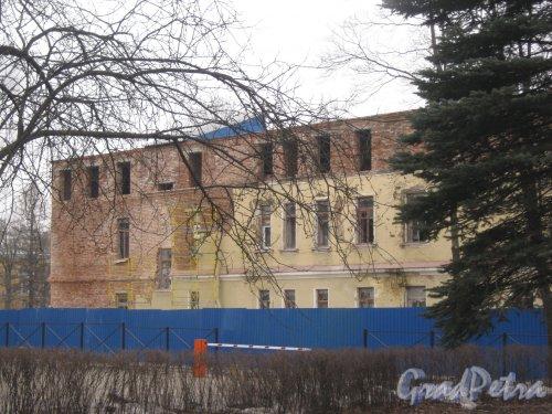 Г. Пушкин, Софийский бульвар, дом 32. Фрагмент ремонтируемого здания. Фото 1 марта 2014 г.