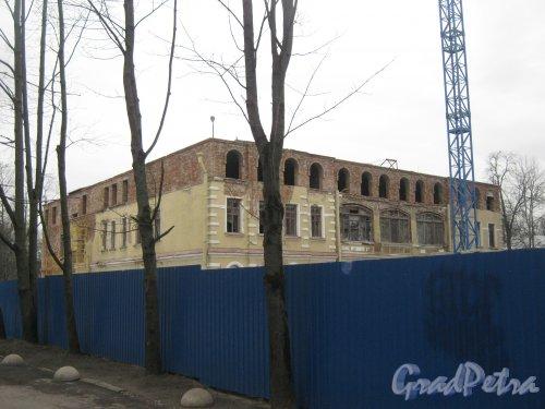 Г. Пушкин, Софийский бульвар, дом 32. Общий вид ремонтируемого здания. Фото 1 марта 2014 г.
