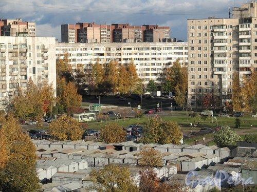 Сиреневый бул., д. 6. Территория автостоянки. Фото октябрь 2010 г.