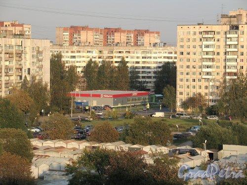 Сиреневый бул., д. 6. Здание магазина сети универсамов «Пятерочка». Фото сентябрь 2014 г.