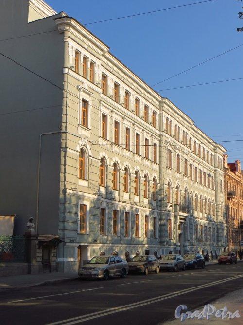 Конногвардейский бульвар, дом 5, литера Б. Апартаменты класса de-lux «Дом Монферран». Фото 21 сентября 2014 года.