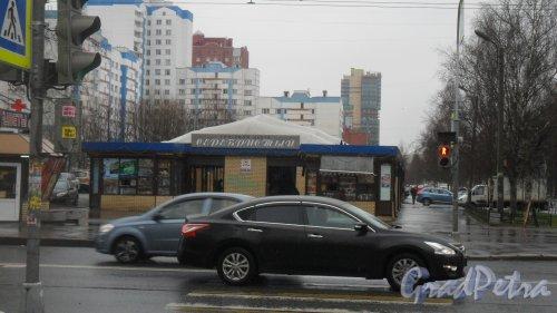 """Серебристый бульвар, дом 27, литер В. Торговый центр """"Серебристый"""". Фото 14 апреля 2016 года."""
