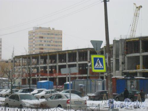 Строительство школы на 550 мест на пересечении Поэтического бульвара и улицы Руднева. Фото 27 февраля 2016 г.