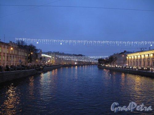 река Фонтанка. Вид на Фонтанку в новогоднем оформлении. Фото январь 2012 г.