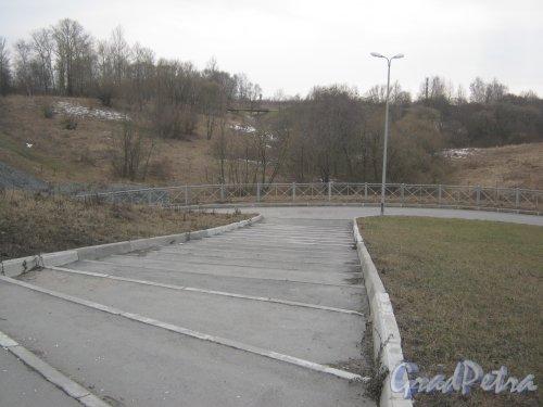 г. Пушкин, река Кузьминка в районе Кузьминского кладбища. Спуск от Петербургского шоссе. Фото 2 марта 2014 г.