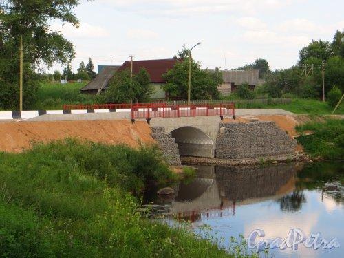 Новый автомобильный мост в устье реки Долгуша на территории деревни Долговка. Фото 20 июля 2014 года.