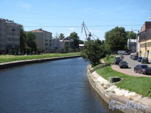 река Пряжка. Вид с Банного моста в сторону устья реки. Фото июль 2014 г.