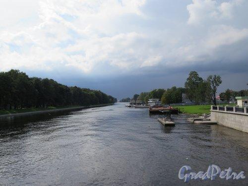 Река Большая Невка. Вид на реку с 3-го Елагина моста в сторону Финского залива. фото август 3014 г.