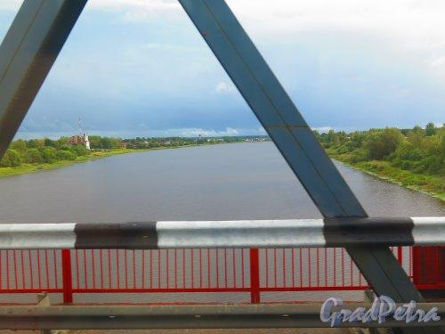 Река Волхов. Вид с моста на шоссе Санкт-Петербург-Тихвин. фото август 2014 г.