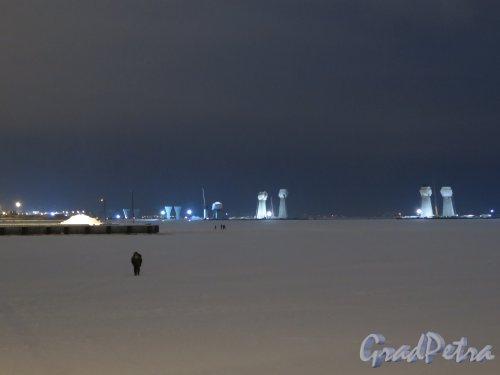 Вид Финского залива с элементами конструкций Западного Скоростного диаметра в вечернее время. фото январь 2015 г.