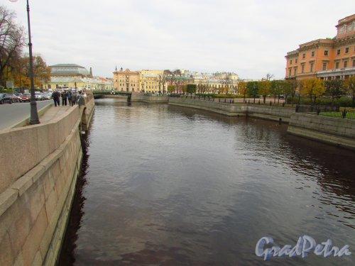 Перспектива реки Мойки от 1-го Садового моста в сторону 1-го Инженерного моста. Фото 20 октября 2016 года.