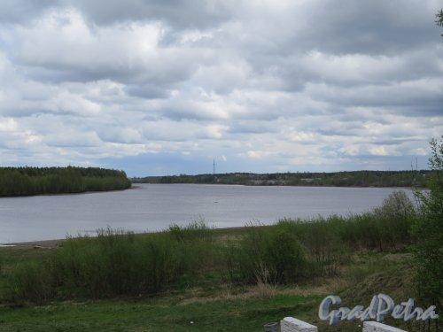 Река Свирь. Вид реки в пределах г. Лодейное поле. фото май 2015 г.