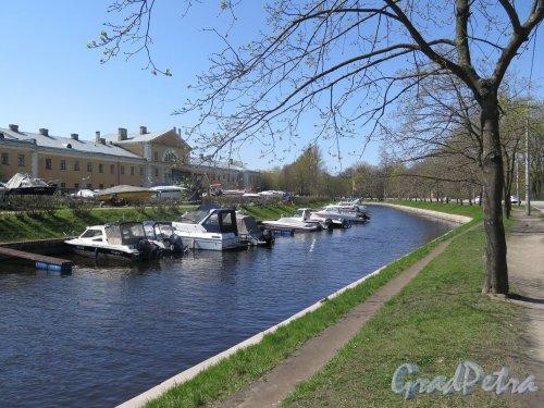 Река Карповка. Течение реки около Ботанического сада. фото май 2016 г.