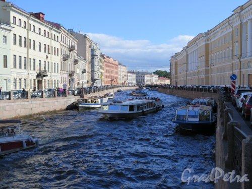 Река Мойка. Вид реки с Певческого моста в сторону Невского пр. фото июль 2016 г.