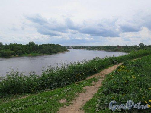 Река Волхов. Район Старой Ладоги, урочище Сопки. Вид реки от кургана Олегова могила. фото июнь 2017 г.