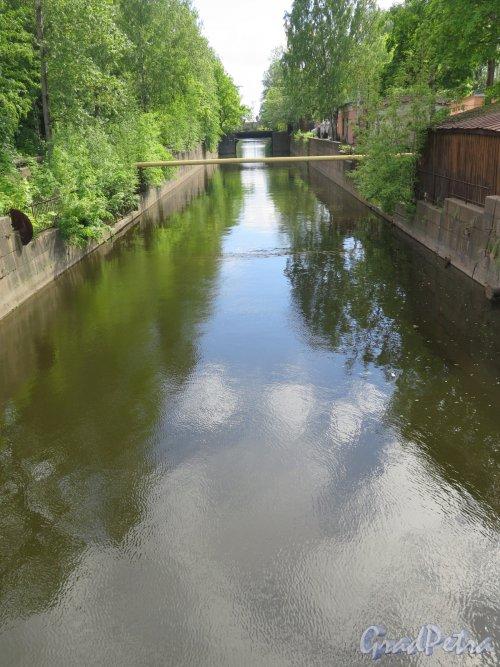 Обводный, канал (Кронштадт). Вид канала с Пенькового моста. фото июнь 2017 г.