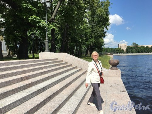 Река Малая Невка. Спуск к воде у Каменноостровского дворца. фото июль 2017 г.