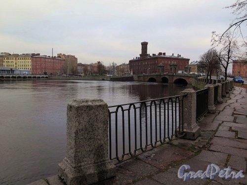 Река Фонтанка. Вид набережной р. Фонтанки и пл. Репина от д. 164. фото ноябрь 2017 г.