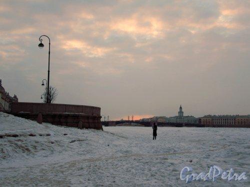 Река Нева. Эрмитажная пристань у впадения Зимней канавки зимой. Фото март 2018 г.