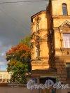 8-я линия В.О., дом 61. Абсида алтаря церкви святого Николая Чудотворца Благовещенского синодального подворья. Фото 1 октября 2014 года.