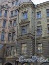 9-я линия В.О., дом 32. Левый эркер здания. Фото 14 марта 2014 года