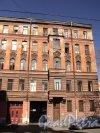 12-я линия В.О., дом 11. Правая часть фасада здания. Фото 12 апреля 2011 года.