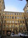 9-я линия В.О., дом 56, литера А. Дворовый корпус дома Ф.В. Шеффера первого двора-колодца. Фото 8 апреля 2020 г.