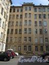 14-я линия В.О., д. 31-33. Доходный дом Д. П. Семенова-Тян-Шанского. 2-й двор. Общий вид. Фото июнь 2018 г