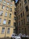14-я линия В.О., д. 31-33. Доходный дом Д. П. Семенова-Тян-Шанского. 2-й двор. Фланговый фасад. Фото июнь 2018 г