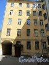 8-я линия В.О., д. 41. Доходный дом А. Г. Трамбицкого. Вид на проход к дому №43. фото июнь 2018 г.