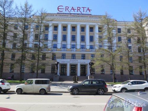 29-я линия В.О., д. 2. Галерея Эрарта-музей современного искусства. Общий вид фасада. фото апрель 2015 г.