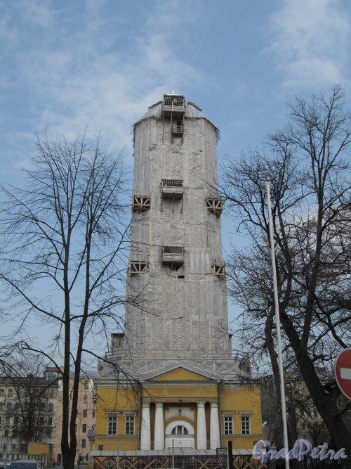 7-я линия В.О., дом 68, литера Б. Общий вид церкви Благовещения Пресвятой Богородицы во время ремонта. Фото 13 апреля 2012 года.