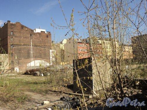 12-я линия В.О., дом 41. Общий вид участка. Фото 12 апреля 2011 года.