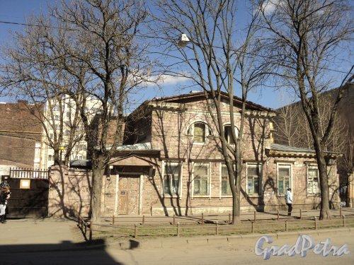 12-я линия В.О., дом 41, корпус 1, литера Ж. Общий вид фасада особняка Э. Э. Бремме. Фото 12 апреля 2011 года.