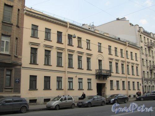 8-я линия В.О., дом 39. Общий вид фасада здания. Фото 13 апреля 2012 года.