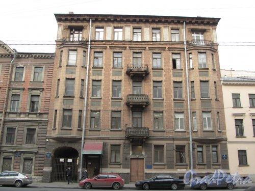8-я линия В.О., дом 41. Общий вид фасада здания доходного дома А. Г. Трамбицкого. Фото 13 апреля 2012 года.