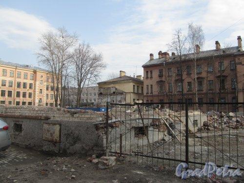 8-я линия В.О., дом 61, корпус 2, лит. В. Участок после сноса здания. Фото 13 апреля 2012 года.