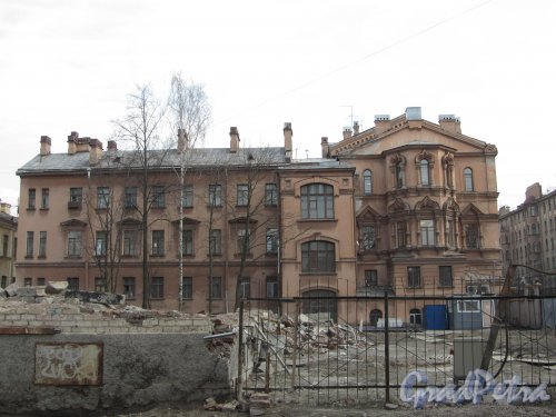 8-я линия В.О., дом 61, корпус 2, лит. В. Общий вид участка после сноса здания. Фото 13 апреля 2012 года.